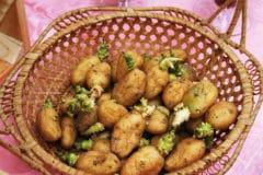 chitting-potatoes